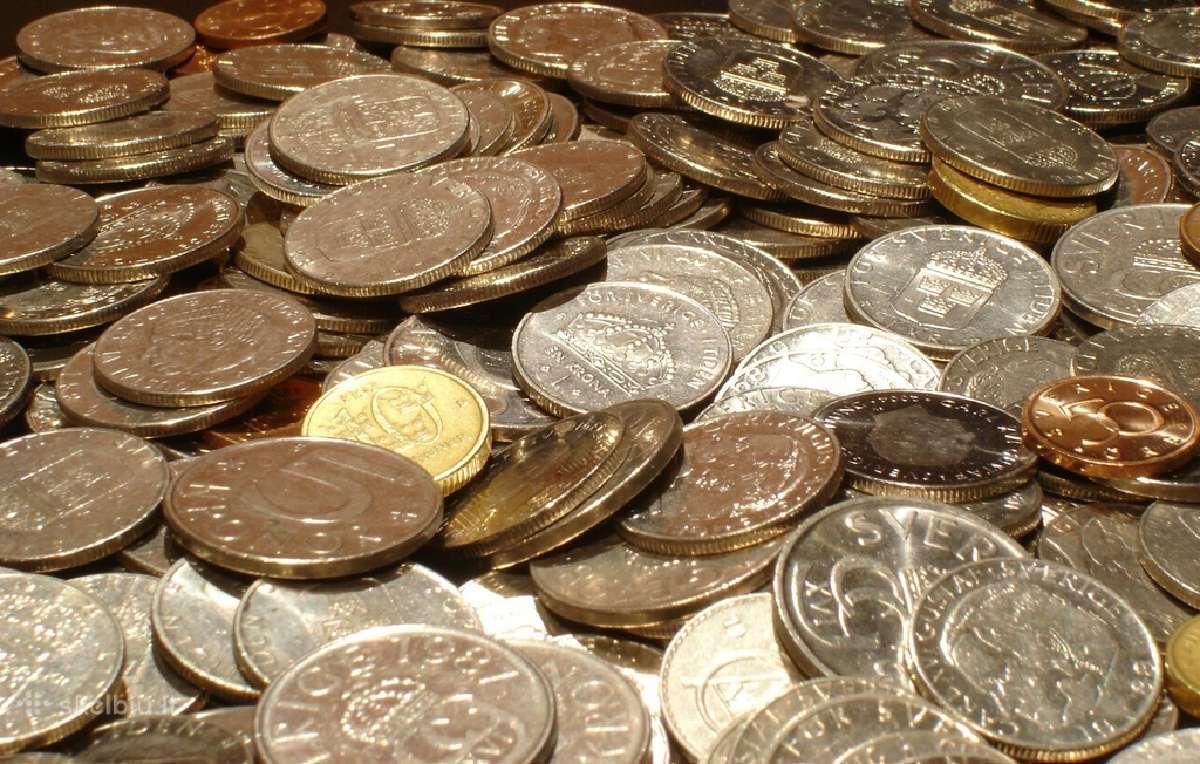Superkame senas monetas, zaislus, ordinus, baldus