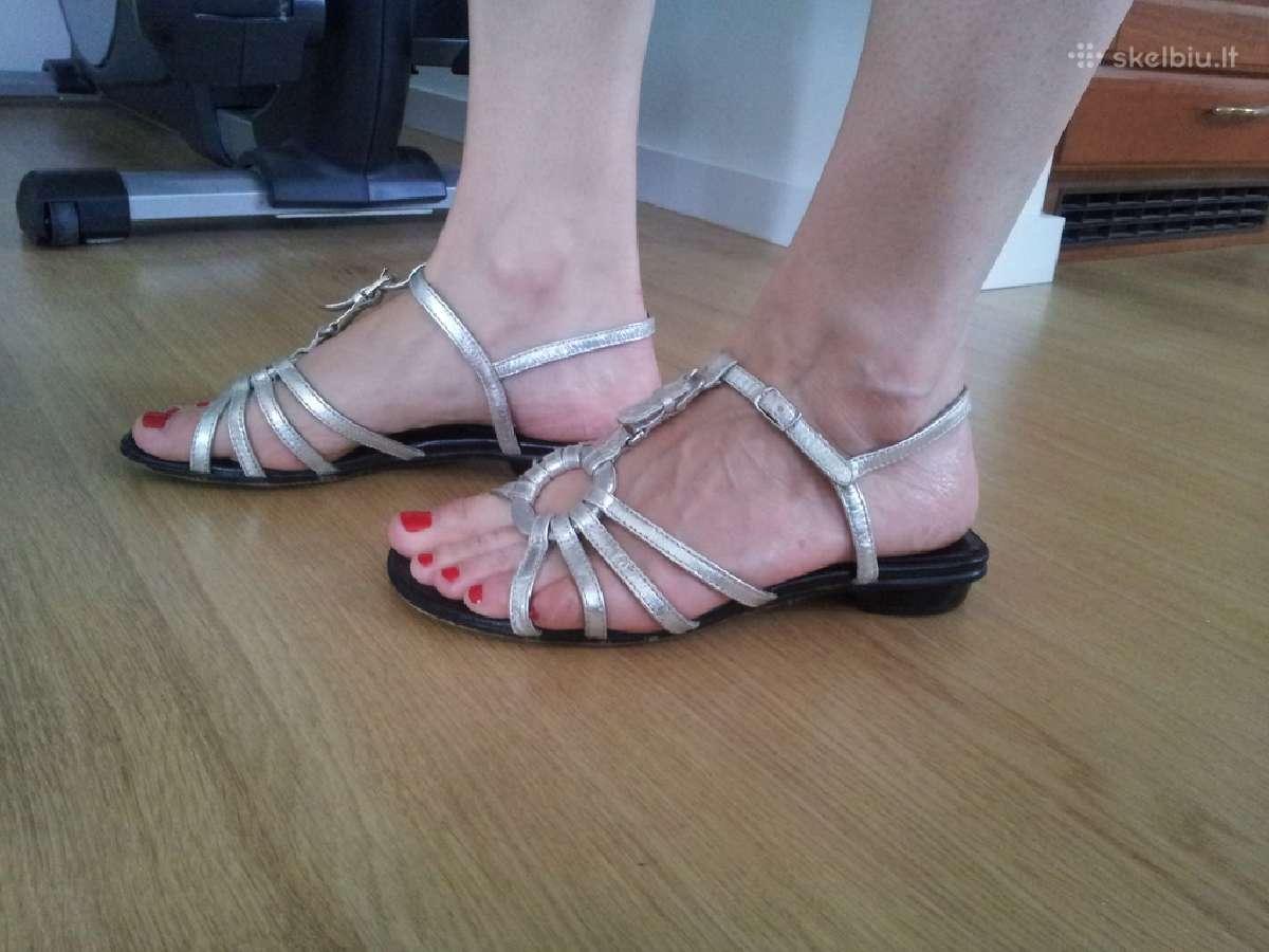 Stilingos moteriskos odinės basutės 11 Eur