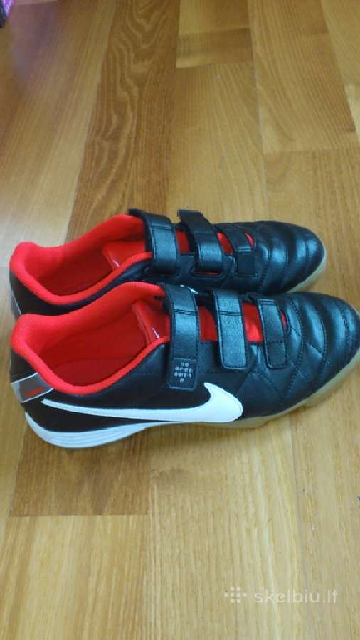 Parduodami Nike bateliai futbolo