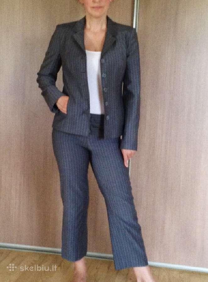 Moteriškas dviejų dalių kostiumėlis