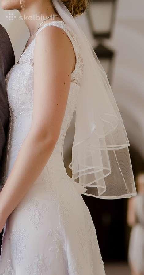 Patogi, daili vestuvinė suknelė ir bateliai