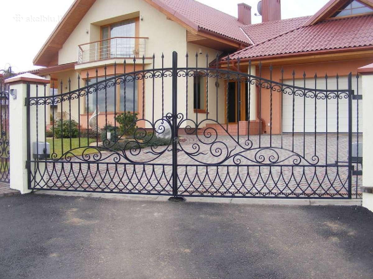 Kalviški darbai - vartai, tvoros, turėklai.