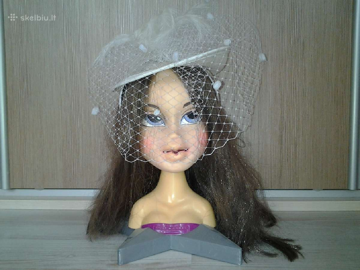 Vestuvinė skrybėlaitė su tinkleliu