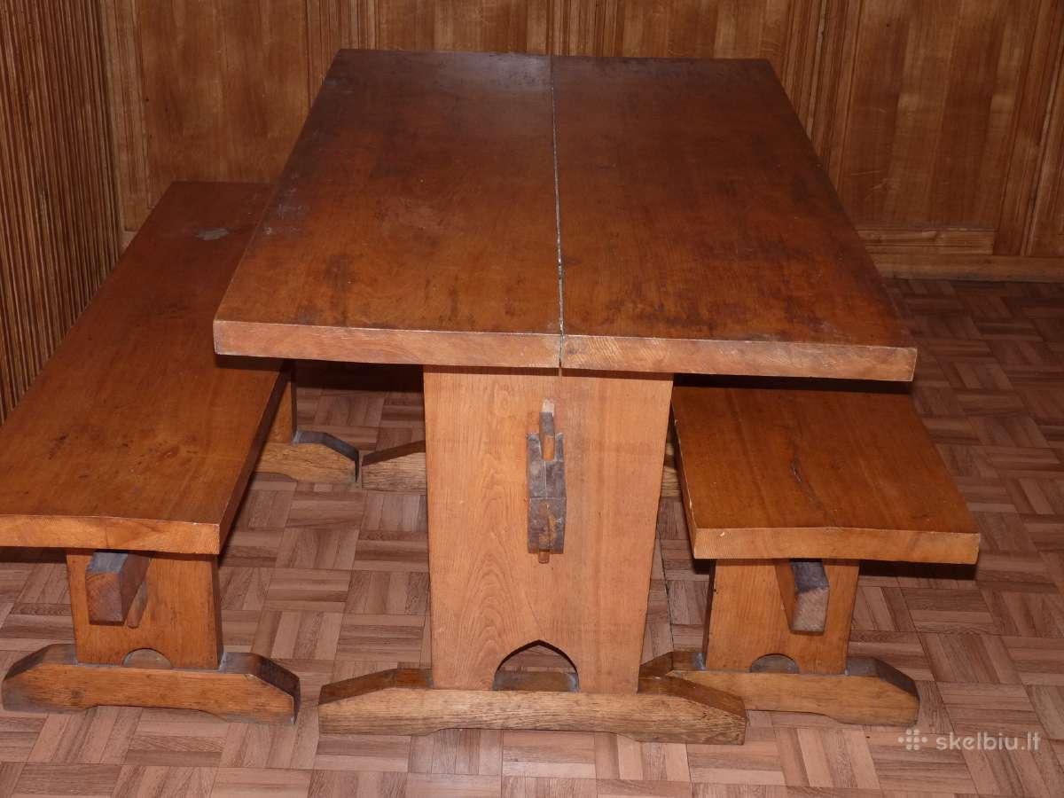 Ąžuolinis stalas su suolais