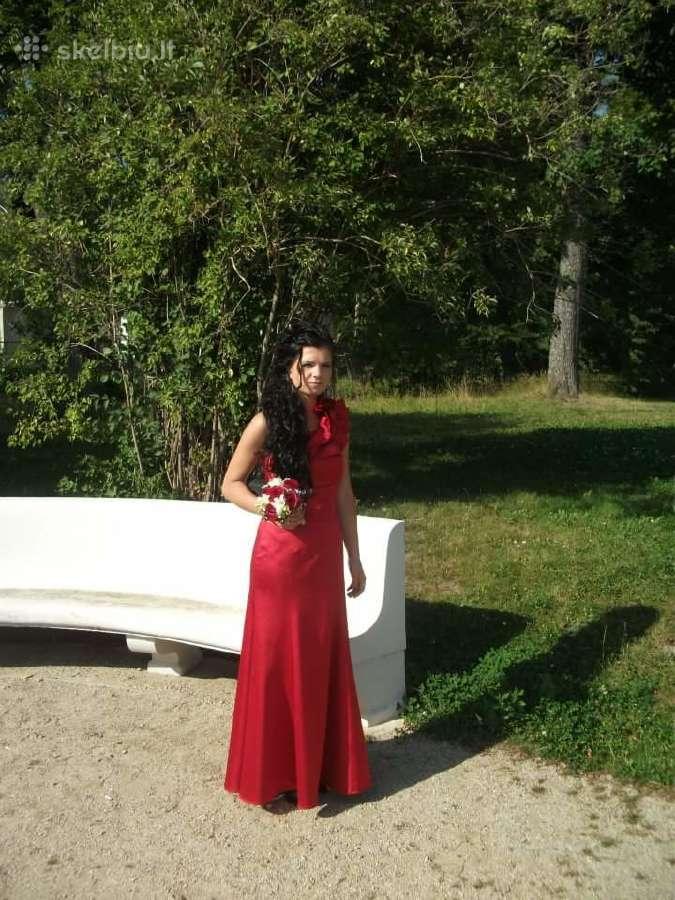 Raudona suknele
