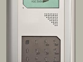 Modernios telefonspynės metalinės durys.