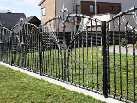 Kalviškos Tvoros,vartai,skulptūros,šviestuvai,