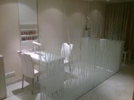 Ofiso stiklu apipavidalinimas, stiklu dekoravimas.