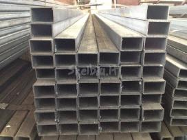 Įvair. storio metaliniai tvoros stulpai vamzdžiai