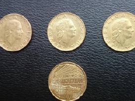 Monetos banknotai ir Rusijos rubliai..