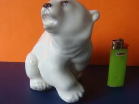 Porcelianinė skulpturėlė.