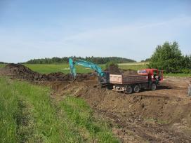 Akcija juodžemis, derlingas ir smėlingas gruntas