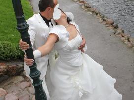 Parduodu 1 karta deveta vestuvine suknele