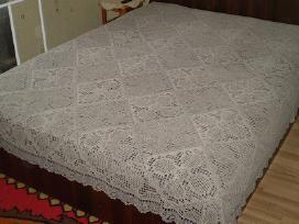 Lininė lovatiesė 220x220cm, 450 eurų.