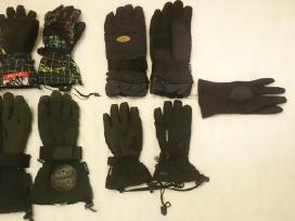 Daug slidinėjimo pirštinių,kepurių