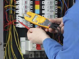 Elektros darbai elektrikas į namus
