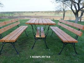 Lauko baldai, stalas, suoliukai.