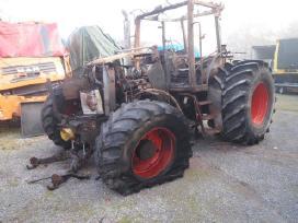 Šiuo Metu Mūsų Kieme Ardomi Traktoriai