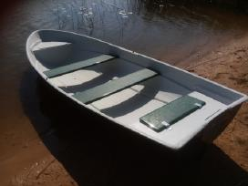 Didele plastikine valtis dalinai dviguba