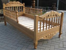 Ąžuolo masyvo, puoštos drožiniais lovos