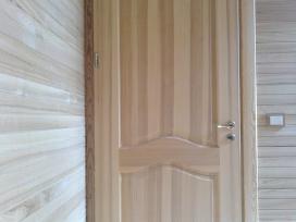 Vidaus durys iš uosio medienos