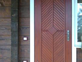 Šiltintos lauko durys su kalviškais vy