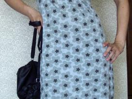 Pilka gėlėta suknelė aukštu kaklu