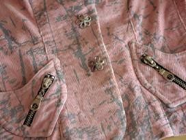 Rausvas kostiumėlis švarkelis sijonas