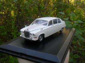 Daimler Ds420 Old English White (1968)