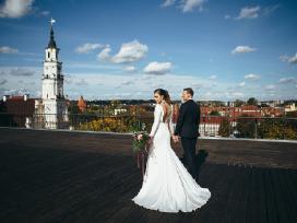 Minimalistinė vestuvinė suknelė