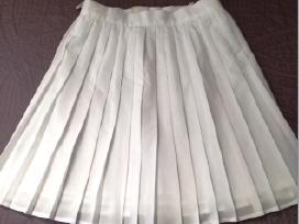 Baltas sijonėlis