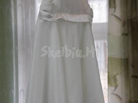 Vestuvinė (80 eurų) ir krikšto (20 eurų) suknelės