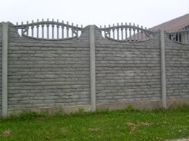 Betoninės tvoros vartai šulinio žiedaisuolai.