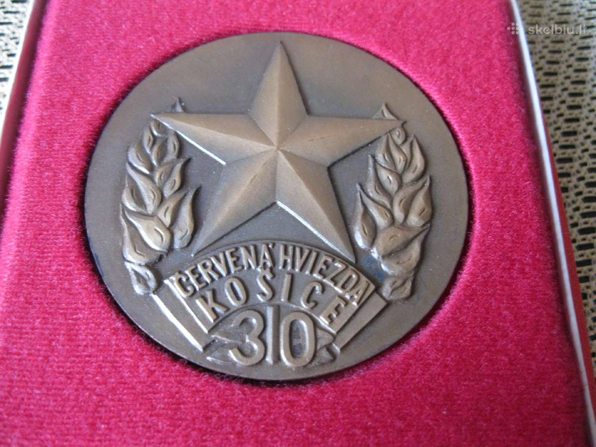 Stalo Medalis – Originalioje Dezuteje.zr. Foto