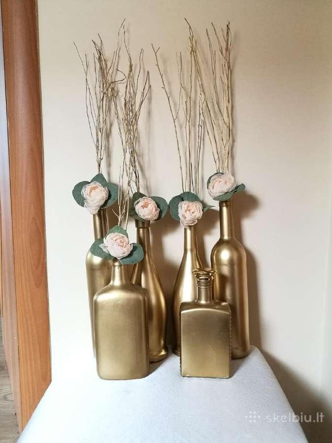 Po šventės liko aukso spalvos vazelės/dekoracijos