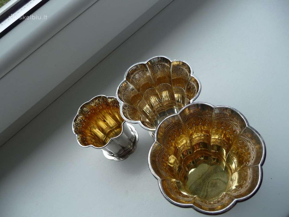 Kolekcinės sidabrinės taurelės-vazelės