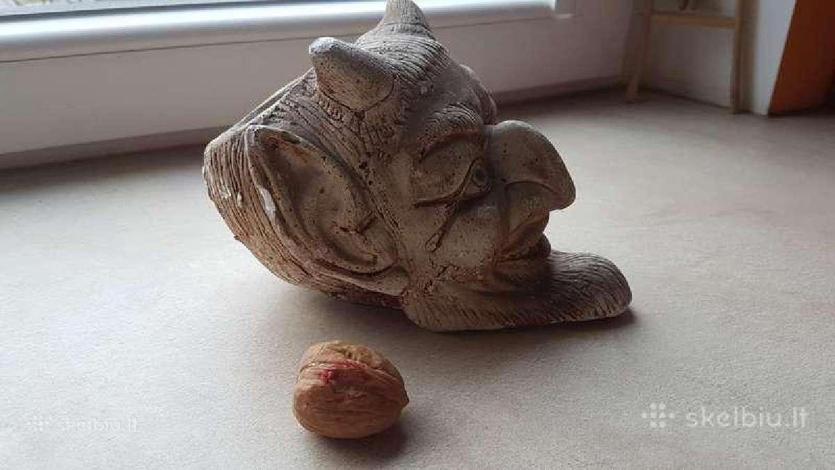 Keramikinė peleninė - Velnio galva