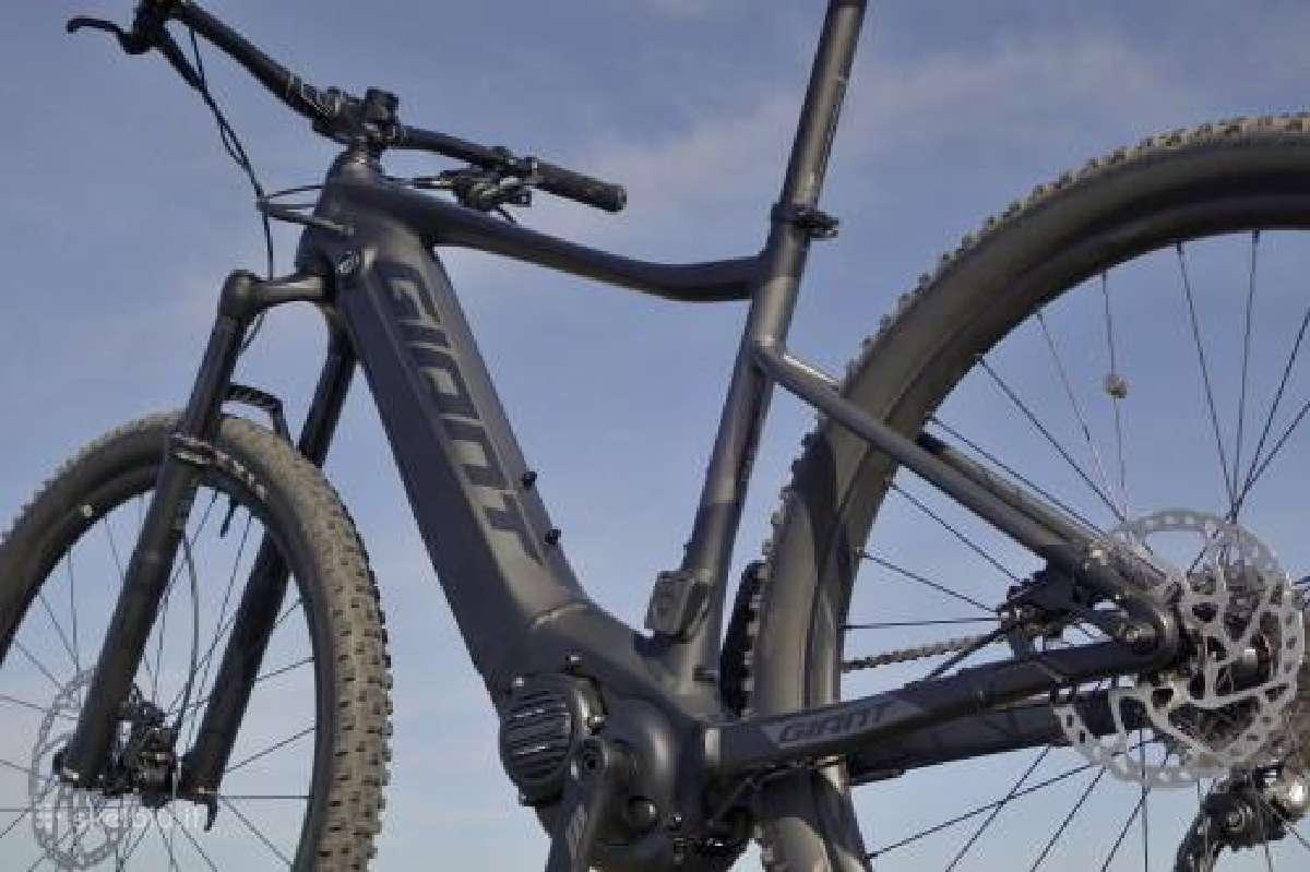 Perku elektrini kalnu dvirati