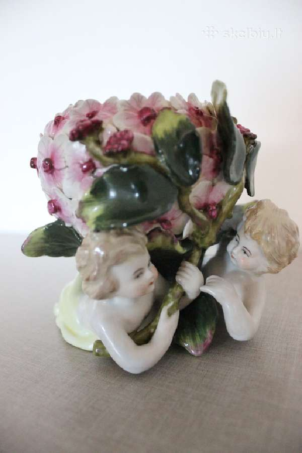 Įspūdingo grožio statulėlė-vazelė