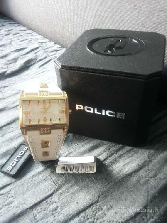 Police naujas laikrodukas