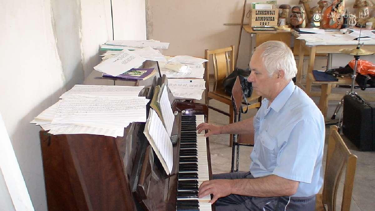 Pianinų derinimas. Taisymas armonikų, akordeonų.