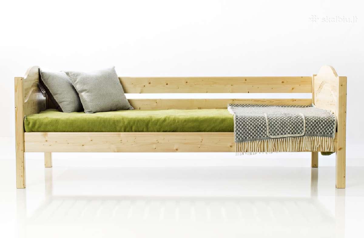 Graži klasikinio stiliaus lova