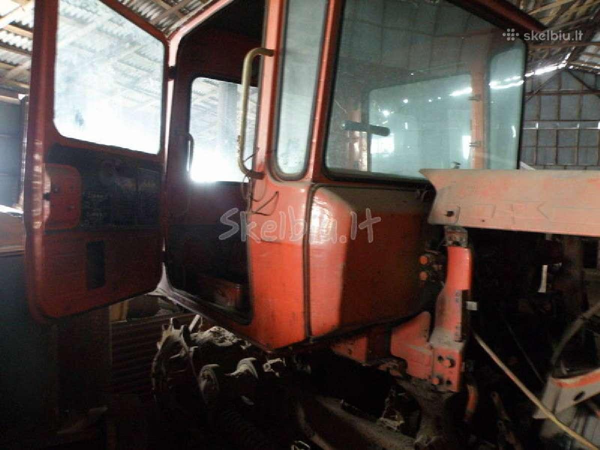 Traktorius DT-75 dalimis.