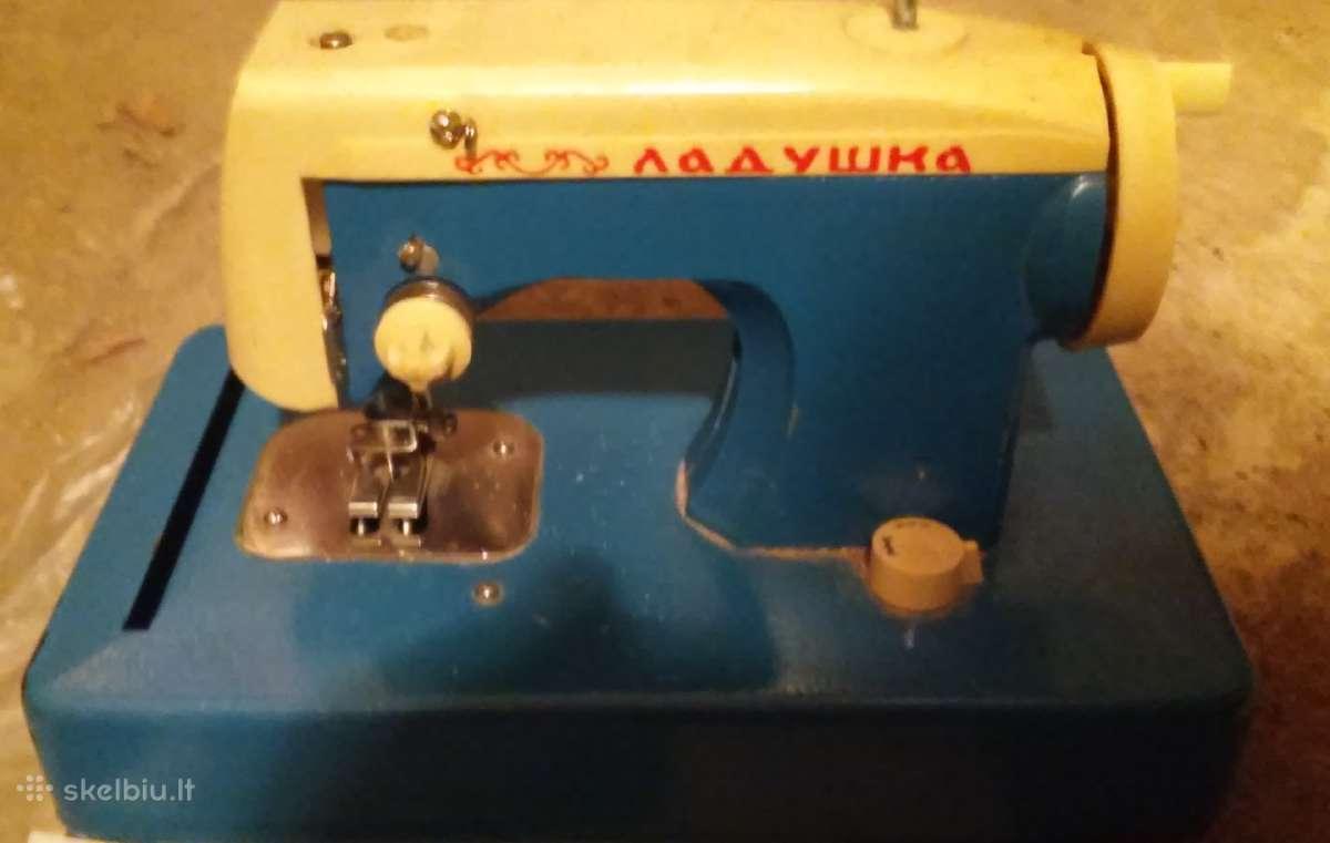 Tarybinių laikų žaislinė siuvimo mašinėlė