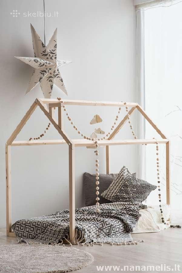 Beržo masyvo namelis-lova su grotelėmis čiužiniui