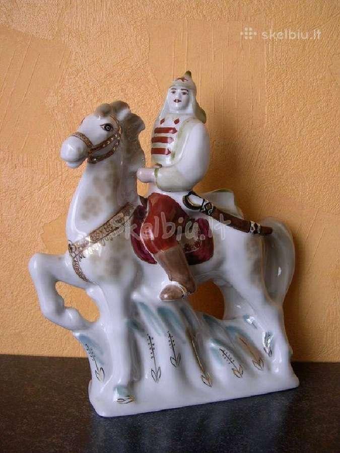 CCP Porceliano statulelė .llabai gero stovio.