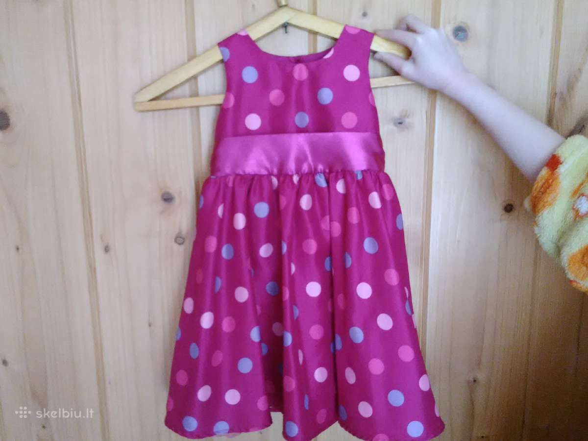 Parduodama labai puošni suknelė