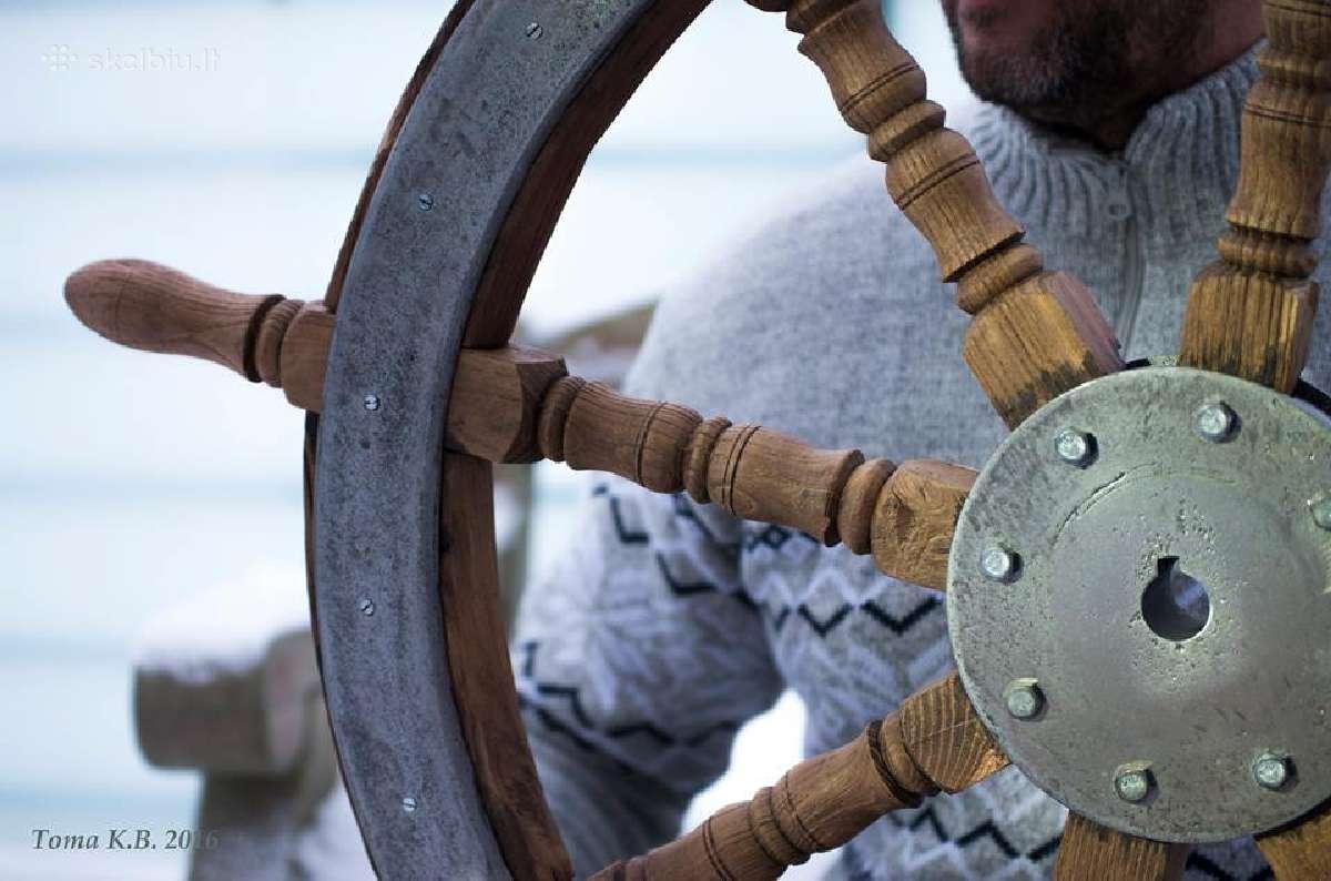 """Šturvalas - restauruotas, stovelis su """"laiveliu"""""""