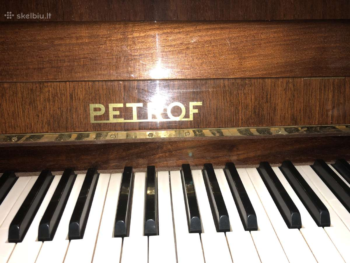 Parduodu pianina Petroff dvieju pedalu