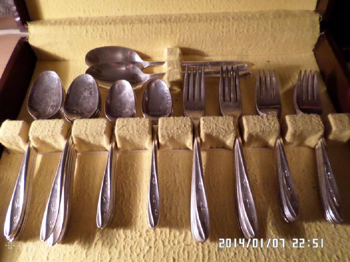 62 dalių stalo įrankių komplektas